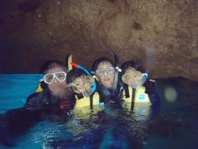 沖縄ダイビング☆7/31 11時~青の洞窟スノーケル しおん